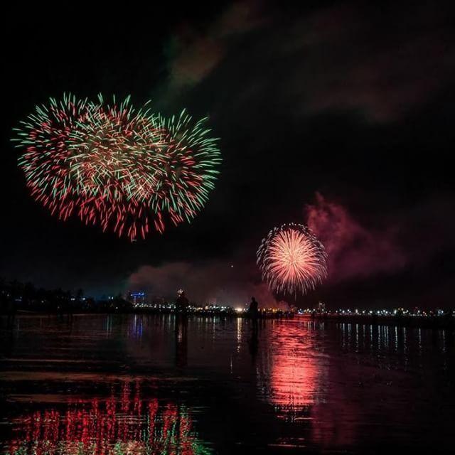 Instagram【dronan】さんの写真をピンしています。 《• • • • • #anonovo #fireworks #mesebeli #finaldeano #花火 #fimdeano #花火大会 #firework #riverfire #hanabi #fireworkshow #japan_night_view #夜景 #nightview #fuegosartificiales #viewsofbrisbane #storybridge #brisbaneanyday #brisbane #newyear #happynewyear #новыйгод2016 #newyearseve #dec31 #newyearsparty #newyearscelebration #newyearsday #сновымгодом #новыйгод #елка》