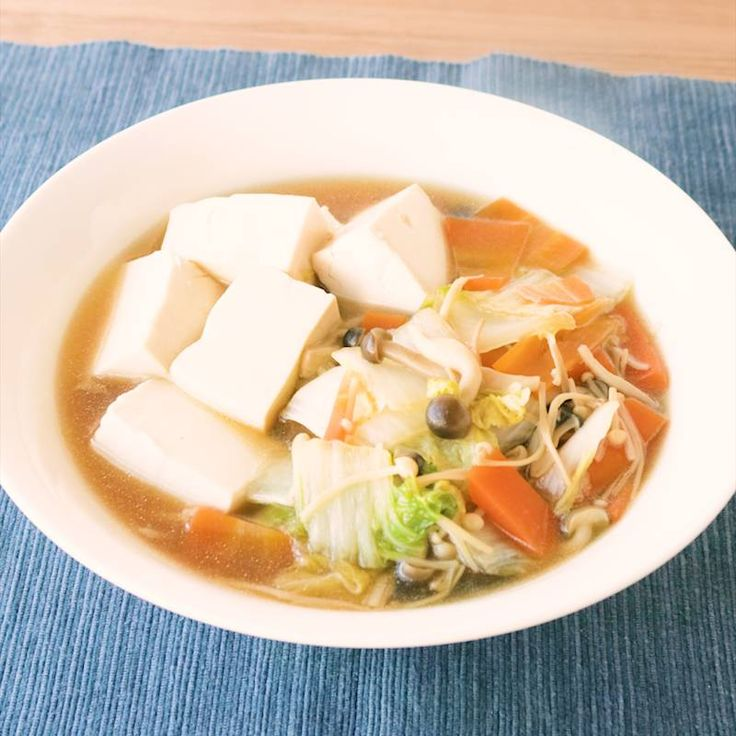「ご飯が進む 白菜と豆腐の和風の煮物」の作り方を簡単で分かりやすい料理動画で紹介しています。味が染み込んだ白菜が美味しい、ごはんが進むすき煮のご紹介です。アレンジがしやすいレシピになっているのでお肉やうどんを入れていただいても美味しく召し上がれます。更に卵でとじても美味しいですよ。ぜひ、作ってみてください。