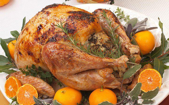 Çorba, başlangıç, ara sıcak, ana yemek ve tatlı tarifleri olmak üzere nefis yılbaşı menüsü ile geliyoruz. Yaşasın yılbaşı yemekleri.