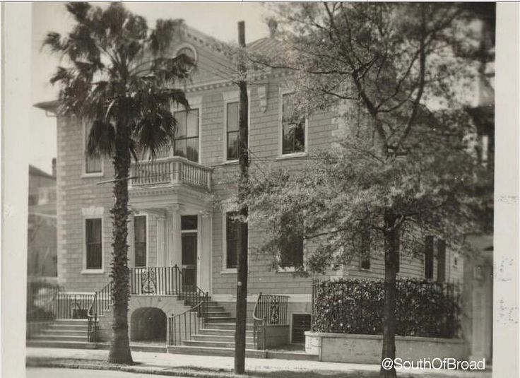 Can anyone guess what Street this #SouthOfBroad home is on? #TBT #ThrowbackThursday #SouthOfBroad #LoveWhereYouLive #CharlestonSC #CharlestonHomes #Historic #HistoricCharleston #HistoricHome #CHS #ExploreCharleston