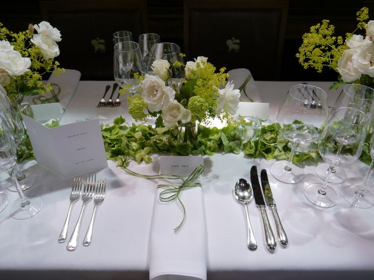 Simple and elegant centrepieces and place names
