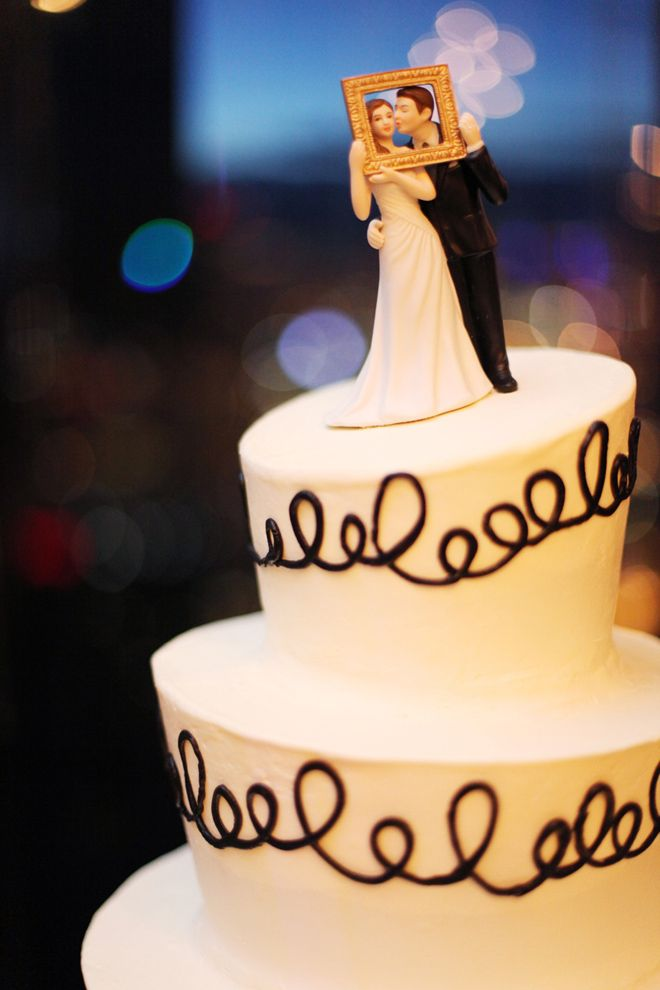 I usually don't like cake toppers that much but the cake looks so simple, yet so classy!!