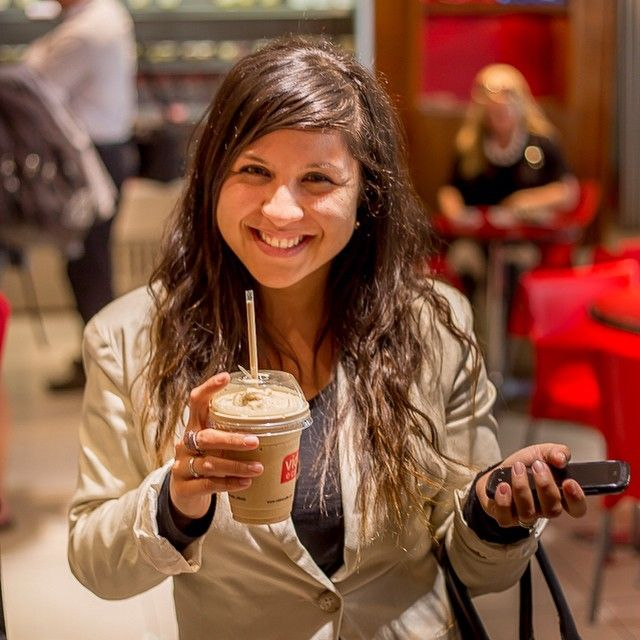 vidaecaffe_official Jet setter and coffee addict Simone was captured grabbing her coffee fix before boarding her flight #lifeandcoffee