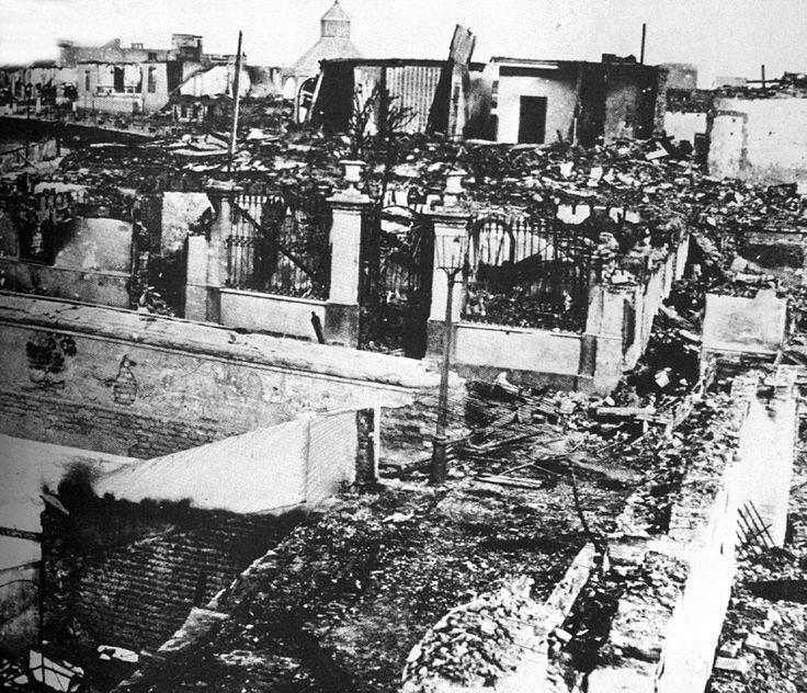 Vista de una calle de Chorrillos después del triunfo del ejército chileno (1881)