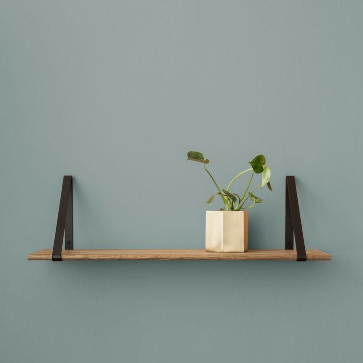 FERM LIVING - Aufhänger Shelf, 2er Set| SCHÖNER WOHNEN-Shop  Die Aufhänger für Regalbretter sind einfach gehalten aber durch ihre gelungene Verarbeitung an jedem Platz erwünscht. Ob im Wohnzimmer, der Diele, der Küche oder wo auch immer. Die Aufhänger der Shelf Serie sind ein sicherer Kauf.