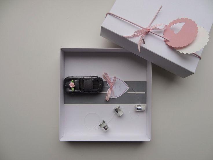 Ein Traum in rosa, da freuen sich die Mädels - so süß! Scheine falten, rollen, anknoten und mit der Schachtel für Freude sorgen. Und die Jungs stehen auf den Wiesmann.