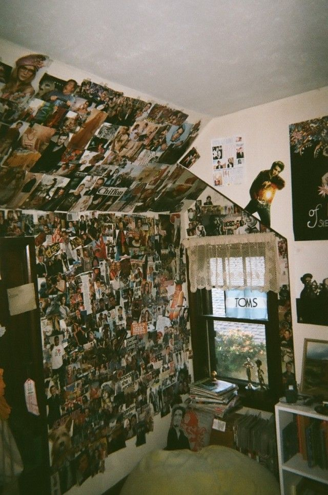 Tian's room? Except without all the pictures, alot plainer.. :) Maybe a couple band and film posters on the walls, that's about it