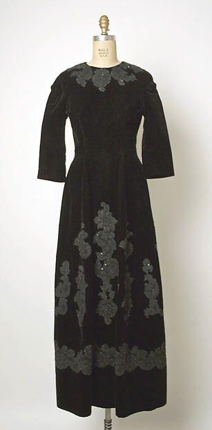 """Evening Dress:"" Design House: House of Balenciaga (French, founded 1937) Designer: Cristobal Balenciaga (Spanish, Guetaria, San Sebastian 1895–1972 Javea) Date: 1955–65 Culture: French Medium: silk, cotton, glass."