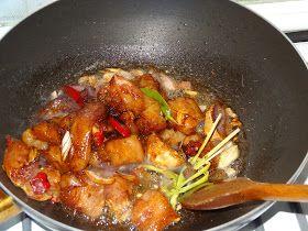 Kipfilet gestoofd in ketjap is een gerecht dat makkelijk is te maken. De kipfilet wordt in stukjes gesneden en even gemarineerd in ketjap ...