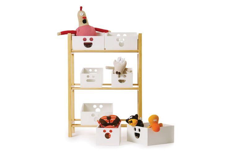 Estantería Sonrisas de Tori Pequeños Diseños, con estructura de guatambú maciza y cajas de melamina blanca con cantos de PVC. Ideal para guardar juguetes en el dormitorio de los nenes.