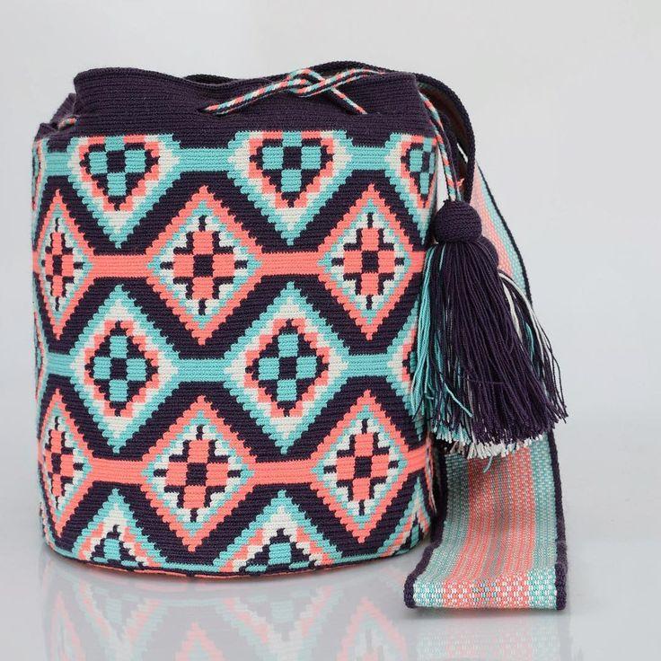 444 отметок «Нравится», 3 комментариев — Just Wayuu (@just.wayuu) в Instagram: «Handcrafted handbags made by indigenous wayuu in the north of Colombia. Worldwide shipping – envíos…»