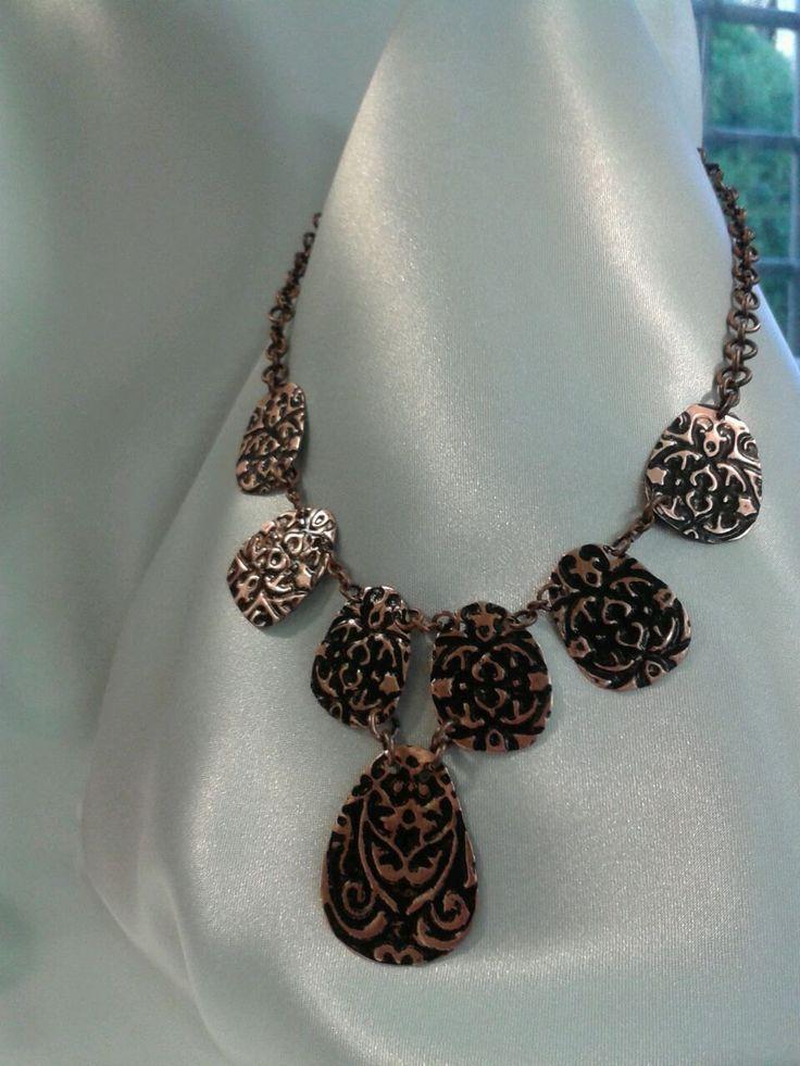 collana in rame interamente incisa, levigata e dipinta a mano di Dadabijoux su Etsy