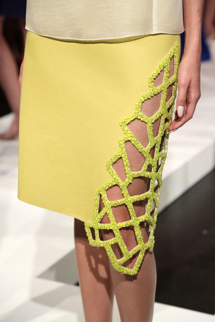 Falda con cortes asimétricos by: Angel Sanchez