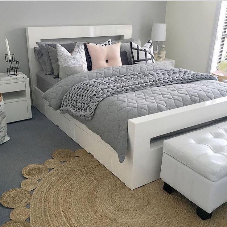Úžasná spálňa #siva #biela #spalna #postel