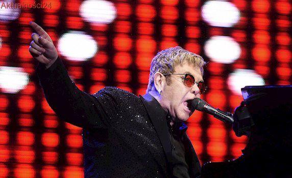 """Elton John zapadł na """"rzadką i potencjalnie śmiertelną"""" infekcję. Artysta odwołuje koncerty"""