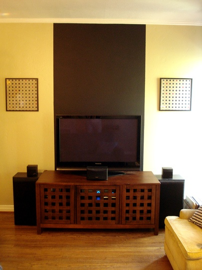 best 25 wall behind tv ideas on pinterest tv stand and nest of tables tv area decor and wall. Black Bedroom Furniture Sets. Home Design Ideas