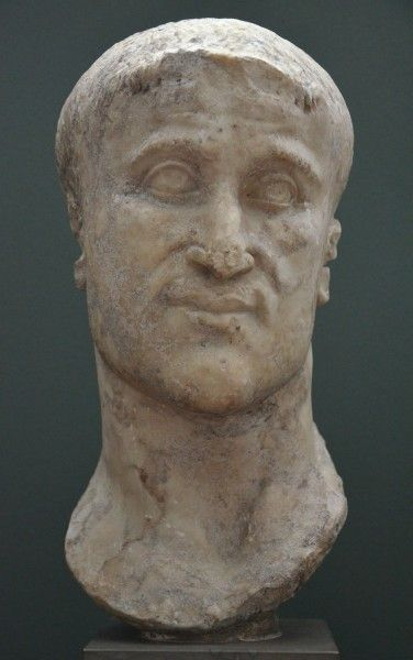 Marble head of Roman Emperor Constantius Chlorus (r. 305-306 CE) who was the father of Constantine the Great. (Ny Carlsberg Glyptotek, Copenhagen)