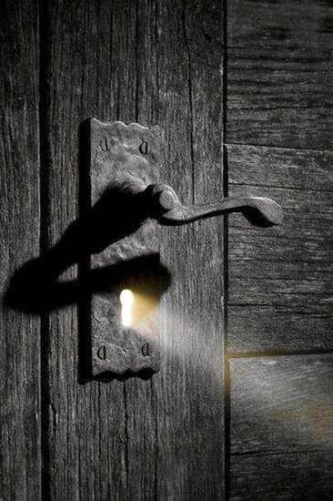 ΑΠΟ ΤΟ ΣΤΙΓΜΙΑΙΟ ΣΤΟ ΑΠΕΙΡΟ: Η θύμηση του φωτός και στο σκοτάδι
