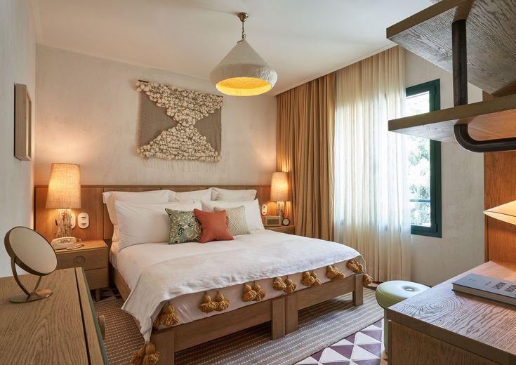 El nuevo club de playa en Cataluña Relax, Bed, Furniture, Houses, Home Decor, Terrazzo Tile, Wooden Stools, House Decorations, Beach Houses