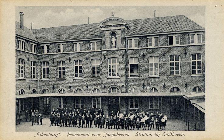 Rijksmonument Pensionaat Eikenburg, Aalsterweg 289. Leerlingen poseren voor de school en slaapzaal Pensionaat Eikenburg (uitgever) - 1904