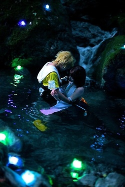 Tidus and Yuna water