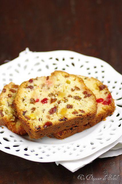 Cake aux raisins, fruits confits et cerises (pour 6-8 personnes)
