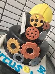 Resultado de imagen de torta en fondant para ingeniero mecanico