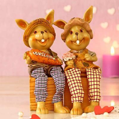 Adorable Showpiece for Couples