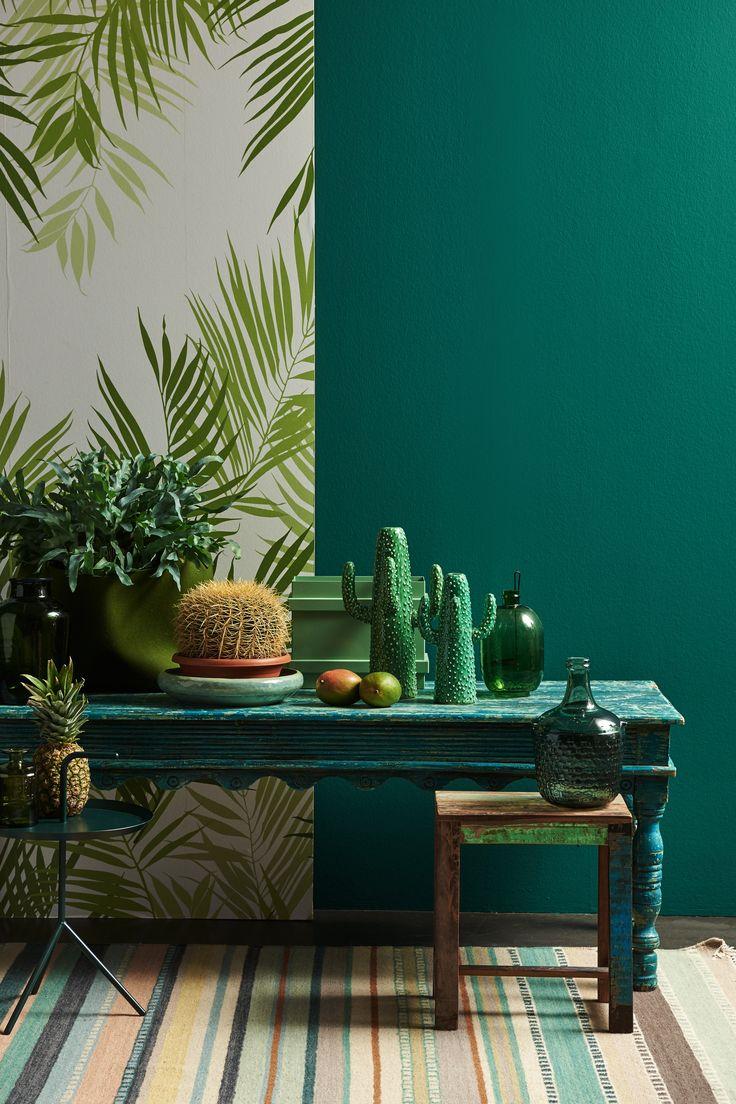 Tropic & Tribal: Grote bladmotieven, diverse groentinten en een exotisch botanisch gevoel d.m.v. planten, vruchten en streepdessins, dit zorgt voor een exotisch interieur!!! Op de wand wordt dit versterkt door het varenbehang te combineren met de intense groene verfkleur (G20260).