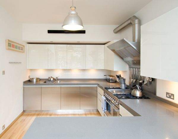 Sleek, glossy kitchen by Roundhouse Design