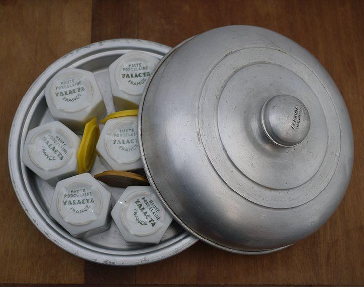 Rare Véritable Yaourtière en aluminium et 8 pots en Porcelaine YALACTA . Antique Yogurt Maker, French Home Yogurt Maker . Kitchenalia de la boutique LaMachineaBrocantes sur Etsy