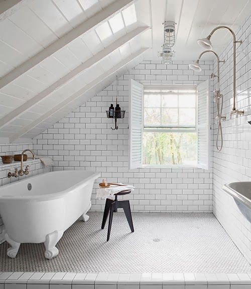 Bette's: Decor - OHH!! - I ABSOLUTELY LOVE THIS GORGEOUS BATHROOM, TUCKED UP, UNDER THE EAVES!! - HOW FABULOUS!! ♠️