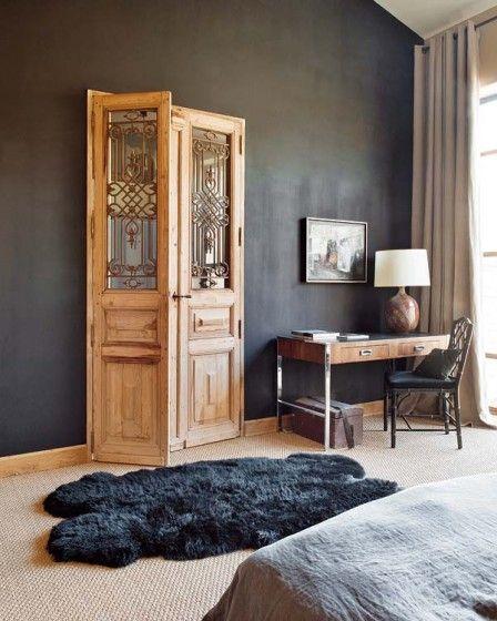 Love the dark wall and door
