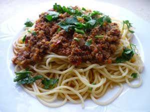 Kıymalı Spagetti Tarifi - Resimli Kolay Yemek Tarifleri