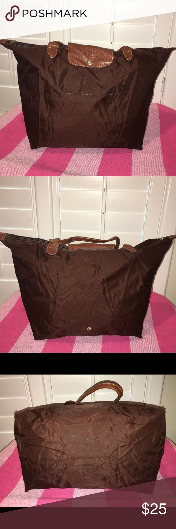 Longchamp Le Pliage Nylone Tote Handbag handbag in Nylon and leather, is used has wear, marks, inside and outside, does not bring zipper logo,h as the four corners with scrap very common in this type of bags, (see photos), you need to send compose, sold as is, its sale is final, that's why its low price, it's not new it's used to see very well each and every one of the photos please thank you Longchamp Bags Hobos