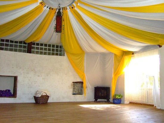 alternate fabric panels around two duct taped hula hoops leaves room for a drop centerpiece yoga room designyoga studio - Home Yoga Studio Design Ideas