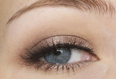 I'm sure you all know what a great eyeshadow MAC Satin Taupe is. I like it in the crease with a lighter colour on the lid, but I LOVE it all...