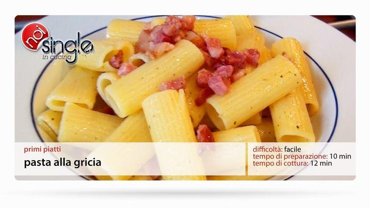 http://www.youtube.com/subscription_center?add_user=NoiSingleInCucina Primo piatto tipico della cucina laziale. La versione senza sugo della pasta all'amatriciana! Difficoltà: facile Preparazione: 15 minuti Costo: basso #pastaallagricia #gricia #rigatoniallagricia #primipiatti #noisingleincucina #ricettepersingle #cucinaitaliana #ricettefacili #singleincucina #facile