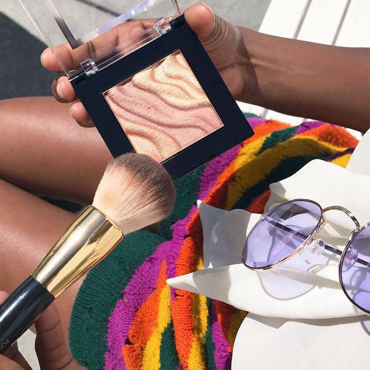 Už ste zahájili tohtoročné opaľovanie? Neodmysliteľnou súčasťou dokonalého vzhľadu sú rozjasňujúce produkty! <3 Paletka Spotlight Face & Eye Strobe Palette od americkej značky Milani sa Vás na 100% získa