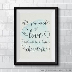 """Printtitaulu """"All you need is love and maybe a little chocolate"""", beige / vaal.sin."""