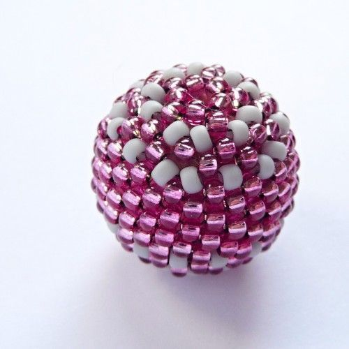 How to make embroidered bead balls. Can be used to make Christmas decorations, necklaces, earrings etc. Looks a wee bit fiddly but worth a shot.