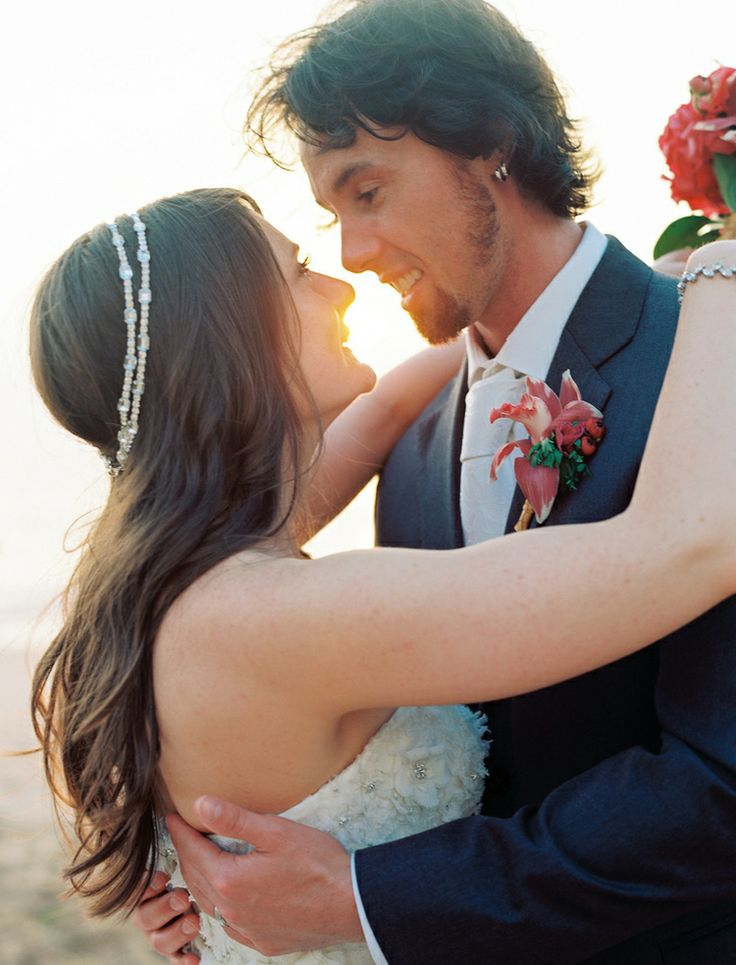Jessyca got married in Maui wearing a double Becket headband! OLIVIA | Our beloved brides OLIVIA | Our Beloved Brides