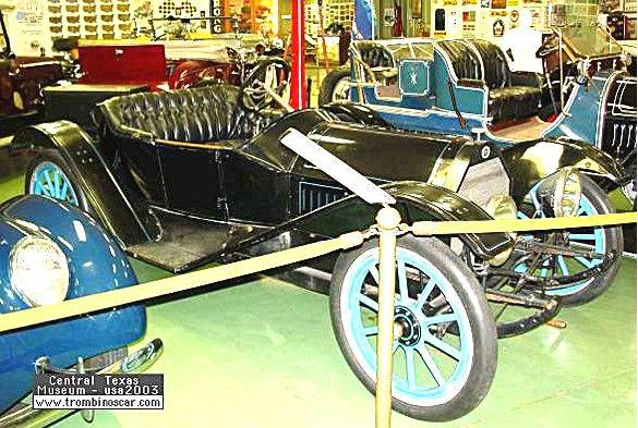 Regal model N-25 Underslung Roadster, voiture routière de 1913  La Regal model N-25 - Underslung Roadster, ce véhicule ancien fut fabriqué en 1913, 7 627 exemplaire Regal pour 1913 vendu $900, carrosserie ouverte et surbaissée à 2 places - moteur 4 cylindres - 25cv.