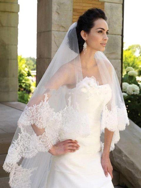 Купить товар2016 элегантный один слой кружева край тюль короткие свадебная вуаль свадебные аксессуары вэу де noiva 1.5 м в категории Фата, свадебные вуалина AliExpress.  Больше продуктов New Arrival Sequined Sparkly Tulle White Bridal Veil Cheap Price Beaded Wedding VeilUSD 24.98/piece201