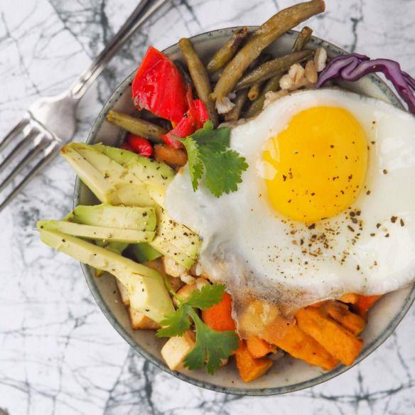 Perlebyg bowl med tofu og bagte grøntsager