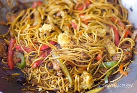 Slimming Eats Chicken Singapore Noodles - Slimming World and Weight Watchers friendly