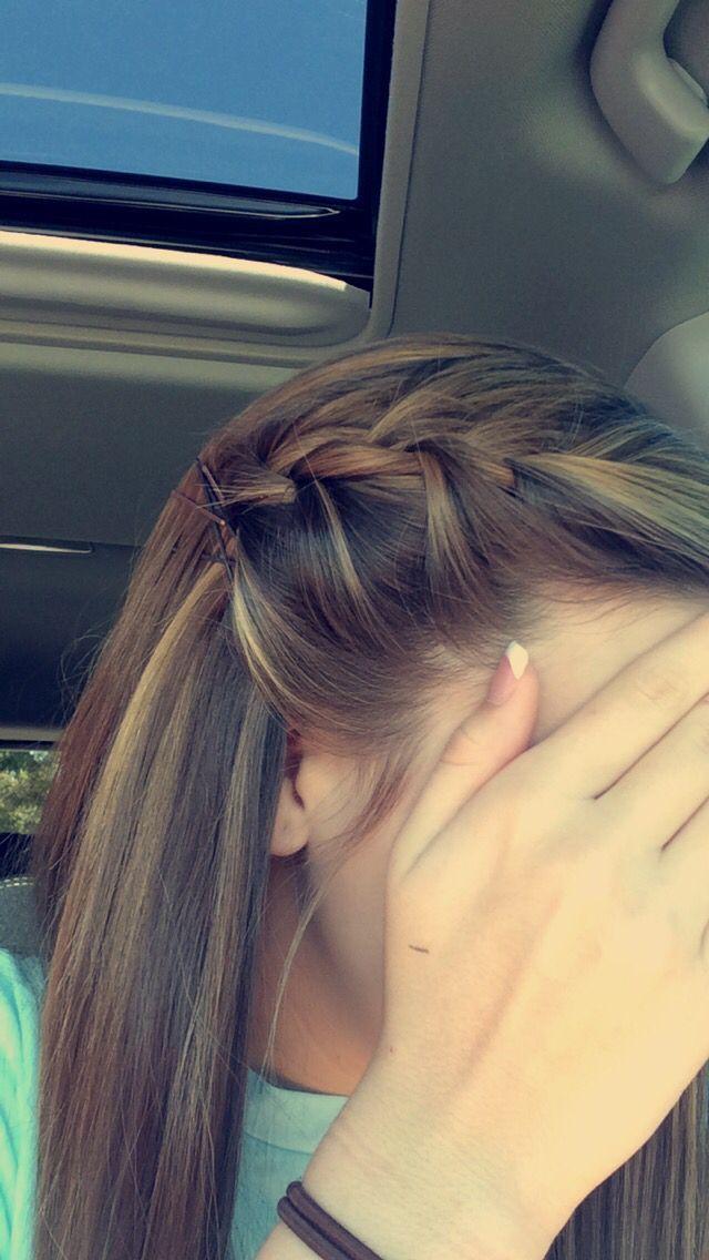 Tresse Francaise Mignonne Avec Une Frange Grande Coiffure Pour Les Filles Avec Des Reflets Hair Styles Hairstyle Long Hair Styles