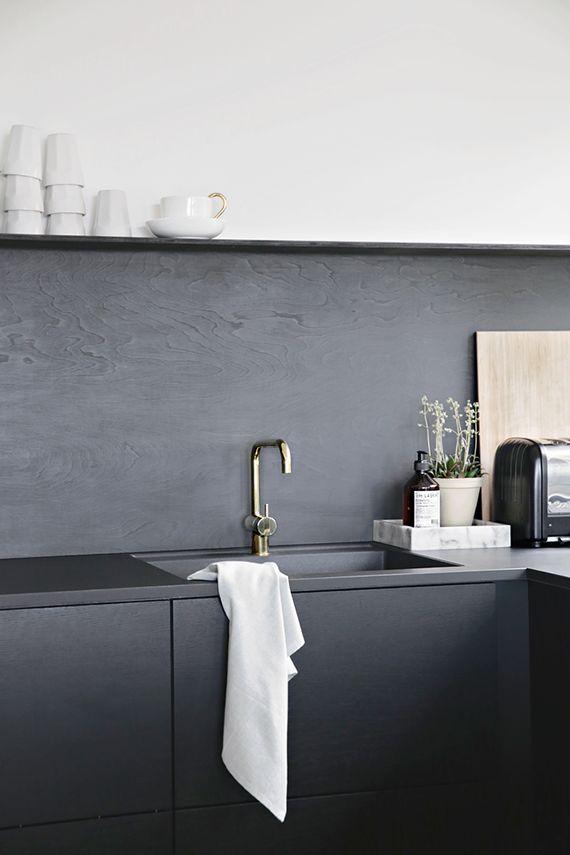 Minimalistic black kitchens   Image via Stylizimo