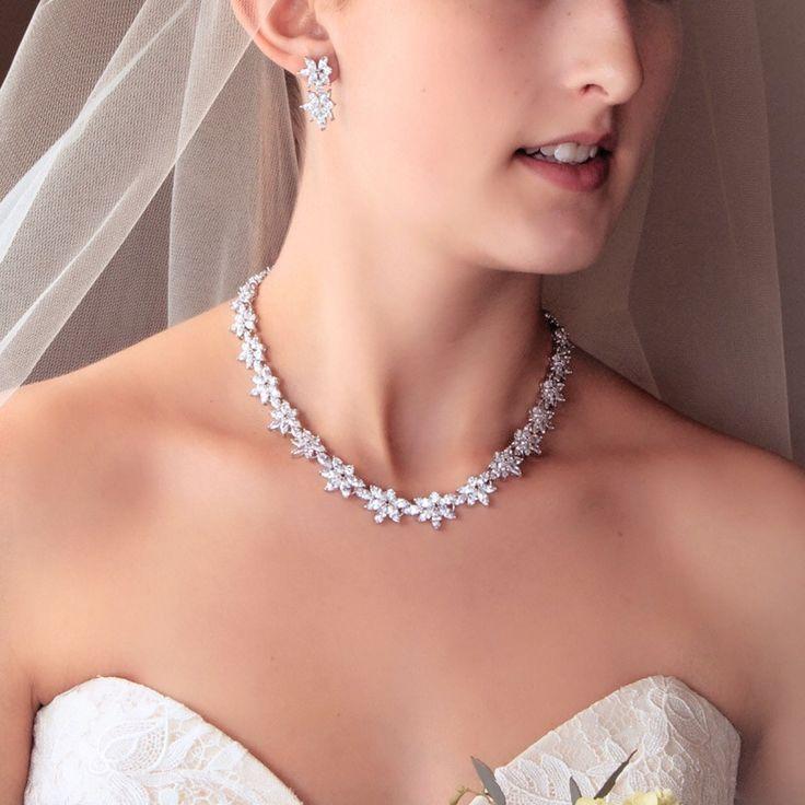 bridal necklace*zirconia《2》ブライダル ネックレス *ジルコニア《2》送料無料でお届けいたします。キュービックジルコニアを使用したネックレスです。カラー金具:シルバーストーン:キュービックジルコニア長さ:約42cmご購入前に必ず‼︎必読‼︎をご一読ください。※着用写真は参考画像となります。※海外製品のため日本製品とは異なり作りの荒い部分がある場合がございます。