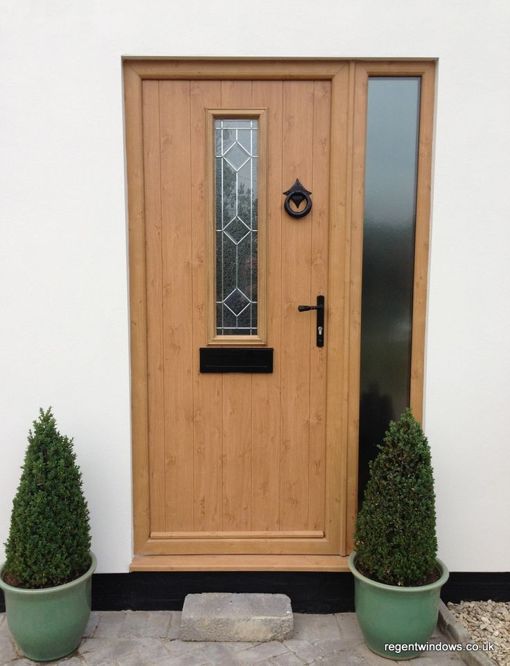 The homeowners chose a composite door in Irish Oak with a matching PVCu sidescreen. This compliments the Pebble Grey (RAL7032) aluminium windows and the render finish.